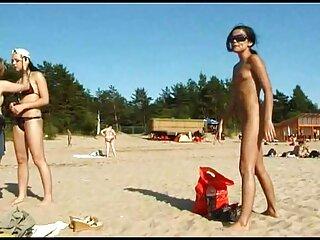L'uomo durante il sesso caldo leggermente strangolato massaggi video sex il suo partner