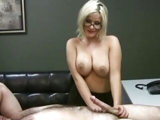 Samantha film porno massaggio scopa un giovane uomo in diversi campi