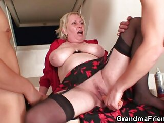 Caldo Abby salta su massaggiatrice nuda un fallo in piedi