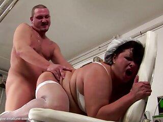 Appetitoso ragazza brillava mutandine massaggi porno gay nere nello spogliatoio su una telecamera nascosta