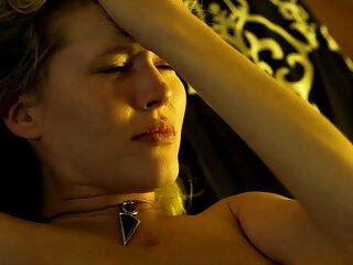 Cutie Ambra mostra massaggi erotici porno rasata