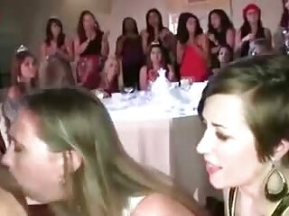 Bionda casual ragazza ha preso una feccia in piedi in bocca porn massaggi