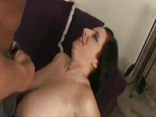 3D porno: il marito guarda come la film porno con massaggi sua rossa moglie scopa due neri