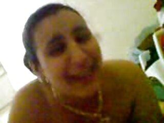 Stanco ragazza prende doccia massaggi porno orientali dopo una giornata di lavoro