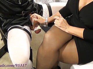 Nudo donna tedesca con un perfettamente rasata pisnoun massaggi erotici gratis
