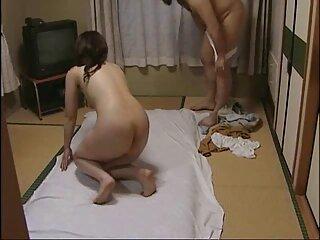 Allenatore pasta flessibile film massaggi porno ragazza in leggings in diversi campi