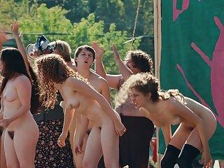 Cagna matura con grandi tette accarezza la figa rasata di sua video massaggi erotici figlia