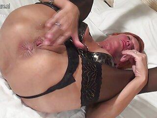 Una donna in trance prende in giro e scopa nel culo del suo tenace massaggi xxx schiavo