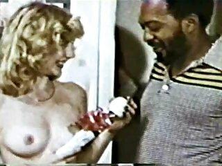 L'uomo aiuta il suo amante a fare la doccia massaggi erotici gay