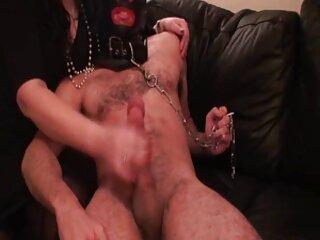 Veronica mette le dita in una fessura massaggi hard video bagnata