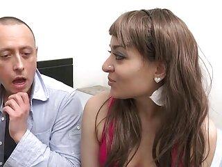 Una ragazza con tette nude pone per massaggi porno video una ragazza fotografo