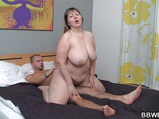 Un giovane maschio Fa capolino su una MILF e si masturba massaggi italiani porno
