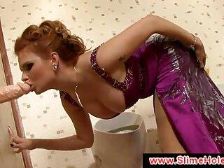 Cagna con i capelli verdi altruisticamente si masturba il cazzo massaggi video hard