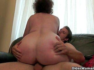 Russo babe dà un ragazzo a leccare le gambe in calze video porno massaggi gratis e consente di cazzo se stesso