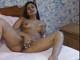 Le massaggi erotici film briciole sottili succhiano il fallo della coppia sul fondo della piscina