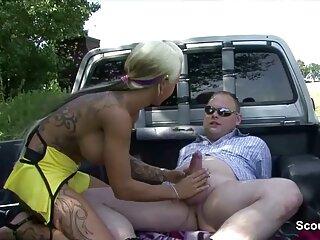 Fratello Fa capolino dopo sorella nudo in massaggi italiani porno doccia e tocca il suo