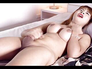 Lussureggiante petto modello di webcam è giocato con un video porno massaggio cazzo di gomma