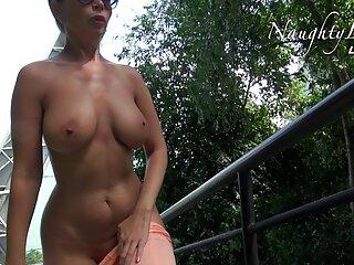 Sexy gay uomo video amatoriali massaggi erotici lentamente scuote il suo pene