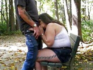Pervertiti seducenti mostrano i loro massaggi video hard bei piedi