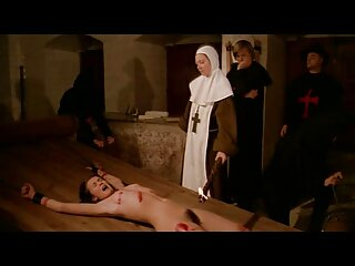 Spettacolo fresco con una miniera calda attraverso il muro massaggi erotici porno