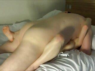 Bellezza Tasha dolcemente masturba da il pisciare con massaggiatrici hard lei dita